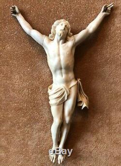 Ancien Christ signé cadre Louis XVI bois doré