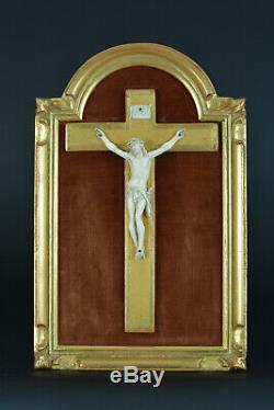 Ancien Crucifix cadre en bois doré Alcôve Objet dévotion Religieux Christ rare