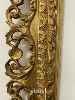 Beau cadre en bois et stuc doré