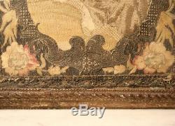 Broderie d'époque Louis XV dans un cadre en bois doré antique embroidery XVIIIe