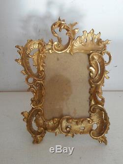 Cadre de style Louis XV en bois sculpté et doré. Miniature