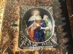 Cadre reliquaire XVIIIe paperolles, bois sculpté doré, émaux de Limoges 6 Saints