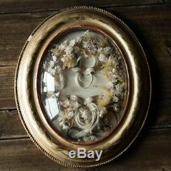 Cadre reliquaire ancien bois doré avec fleurs tissu cire et mèches de cheveux