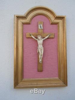 Christ sculpte cadre bois dore d'époque 19ème