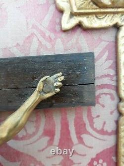 Crusifix Christ bronze cisele dore d'époque 18ème cadre bois dore christ sculptu