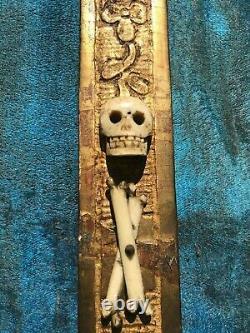 Grand cadre doré à parecloses ancien au christ janséniste