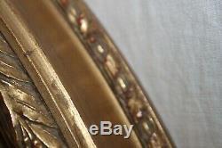 Grand cadre ovale en bois doré. De style Louis XVI, époque XIX ème