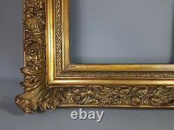 Gros cadre XIXe s bois et stuc doré. 63x57, feuillure 41x34 cm SB106