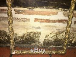 Joli cadre à fronton en bois doré du début du XIXe siècle à restaurer