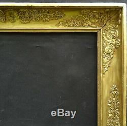 N° 649 CADRE Epoque Empire en bois et stuc doré pour chassis 74 x 60 cm
