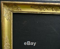 N° 697 CADRE Epoque Empire en bois et stuc doré pour chassis 66.2 x 55 cm