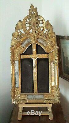 Tableau-Crucifix avec Grand Christ. Cadre Bois Sculpté Doré à Parcloses XVIIIe