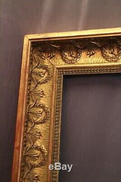 Très grand cadre en bois et stuc doré de style Empire
