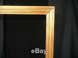 Tres grand cadre en bois mouluré doré
